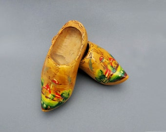 Lets go Dutch Vintage Painted Tiny WOODEN SHOEs Wall Hangers