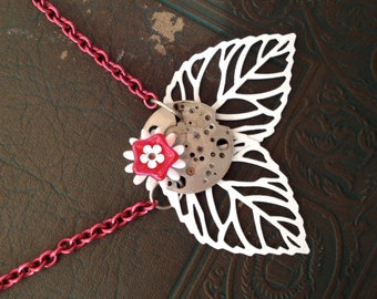 winter flower off-center necklace in red and white - 225