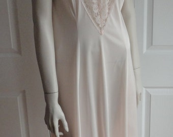 Vintage Peach Full Slip Women Size 38 Made in Canada Gorgeous Lace