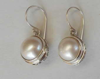 Striking Balinese Sterling Silver mabe white Pearl Dangle Earrings / silver 925 / 1 inch long