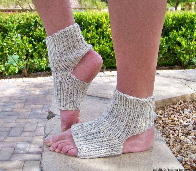 Knitting Pattern For Cowl Scarf : Knit Sock Pattern Knitting Patterns Yoga Socks Pattern