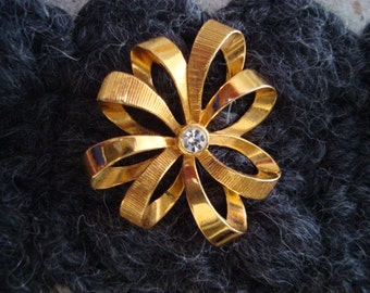 """Vintage Avon Goldtone Metal """"Ribbon"""" Flower Brooch with Rhinestone Accent- Great Condition!"""