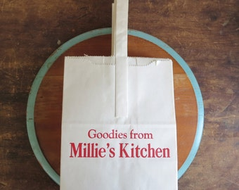 30 vintage paper bags, vintage white paper bags, carry bags, carrier bags, millie's kitchen, goody bags, lots of bags, advertising bags
