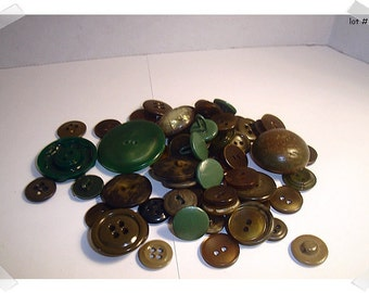 Buttons/Assorted Green Lot / 2 & 4 Holes/ Shanks/Craft Supplies/(#5)*