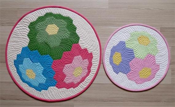 table topper pattern hexagon flower quilt pattern round quilt. Black Bedroom Furniture Sets. Home Design Ideas