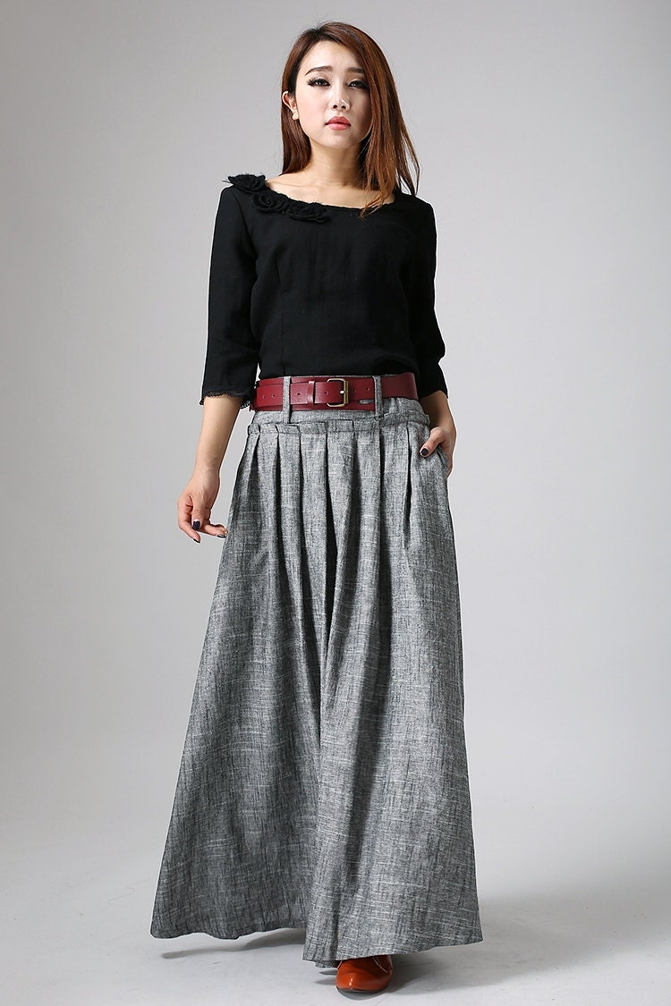 Womens Skirts. Spring, summer, autumn, winter - there's no season that's not perfect for the right skirt! Our women's skirts are available in dozens of prints and materials, so you should always have a skirt (or half a dozen) in your wardrobe, ready to put the finishing touch on any outfit.