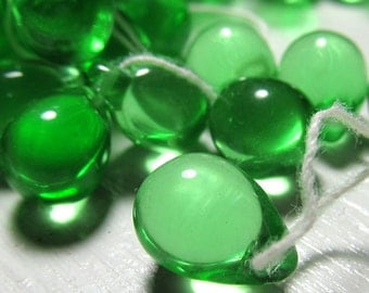 Czech Glass Beads 13 x 10mm Brilliant Apple Green Smooth Pear Drops - 8 Pcs.