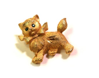 Vintage 1960s Brushed Gold Kitty Cat  Brooch Pin Emerald Rhinestone Eyes