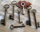 antique and vintage skeleton keys - 7 old victorian ornate keys - genuine iron keys  (t-21).
