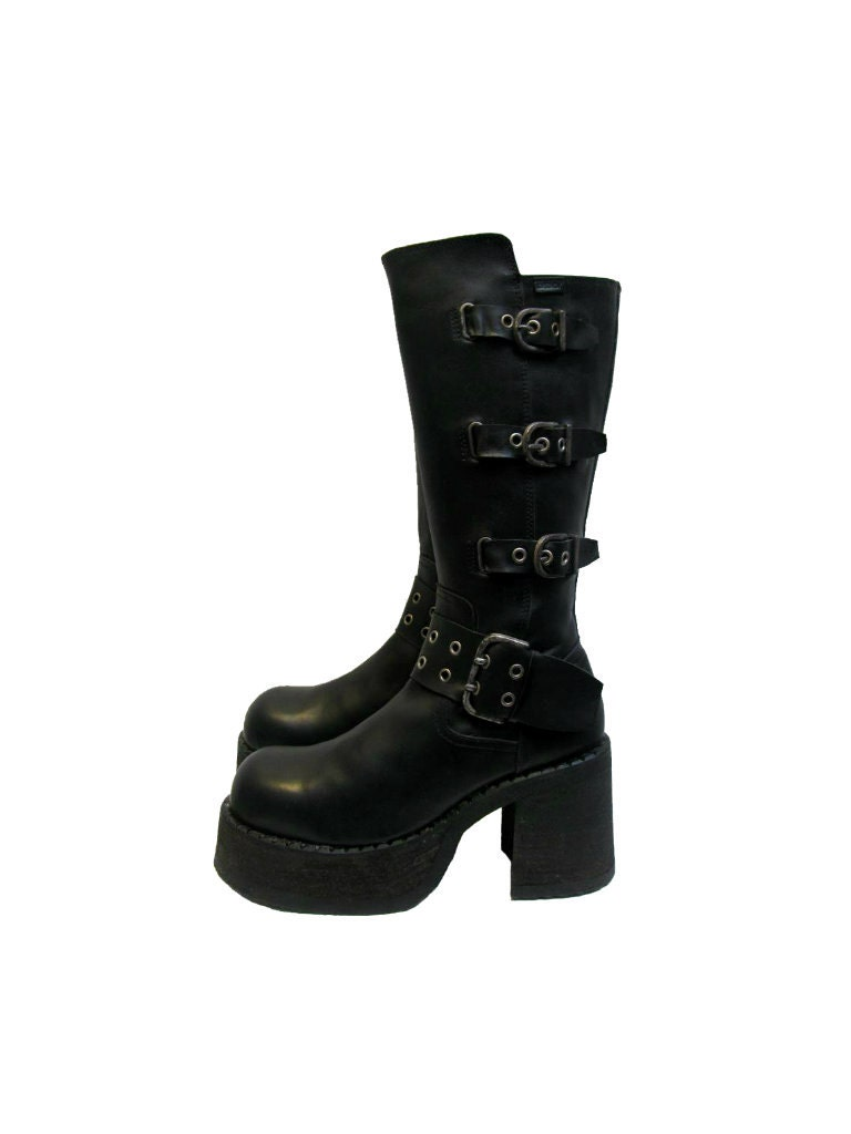 Sinister Soles offers a great selection of Men's gothic boots and shoes. Gothic, steampunk, cyber, or industrial, you're sure to find shoes or boots that you're looking for.