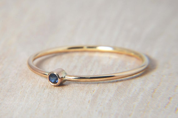 Simple Sapphire Ring in 14K Gold