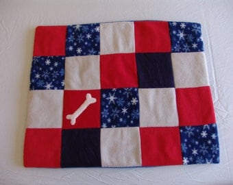 Dog Blanket small - snowflakes on navy