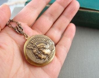 Grecian goddess vintage locket, aged brass locket, round locket, L093