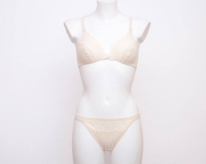 Vintage lingerie set triangle bra and panty dead stock Vintage size S XS