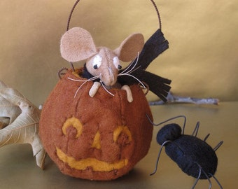Eek! PRINTED PATTERN Mouse and Spider by cheswickcompany