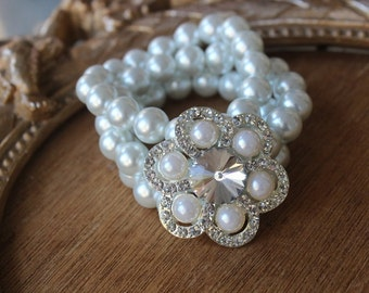 Cute  buckle  with  rhinestones  and white color  pearls   1 pieces listing