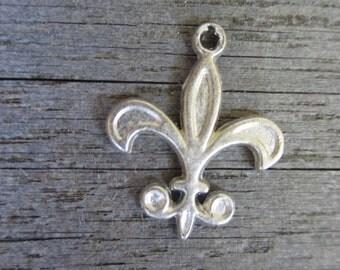 Fleur de lis charm (5)  metal charm