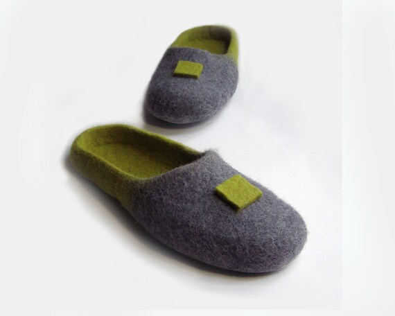 Women house shoes, felted wool natural slippers, Felted shoes Japan / color / gray / green / grass
