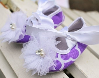 Lavender baby shoes, flower shoes. light purple baby shoes, size 5 baby shoes, 12-18m shoes, crib shoes, baby flower shoes, toddler shoes