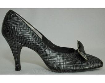 Size 8 Shoes - Sleek Steel & Black 1950s Heels - Pebble Texture Vinyl - Metallic Grey - Edgy - Bows - Deadstock - Neutral - Gray - 8AA 25512