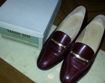 Vintage Varese Shoe Made in Italy Burgundy Leather Soled 1960s Gold Chain Detail Original Box Size 38.5