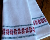 Christmas Handwoven Towel, Christmas Kitchen Towel, Holiday Woven Towel, Christmas Tea Towel, Woven Hand Towel, Guest Towel, Red and Green