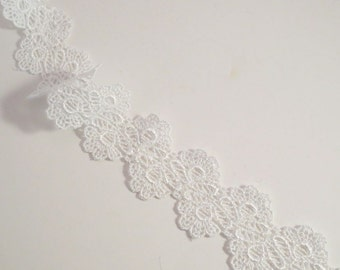 White Floral Pattern Venise Lace Trim--One Yard