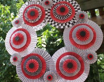 Red White & Black Paper Medallion Wreath 17 inch Door Decor Round Paper Accordion Fans Decorative Paper Arts Wall Hanging Holiday Decor