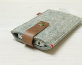 IPHONE 5 COVER Grey - felt & leather closure - in Brown, Grey, Black - New Heritage - Iphone 4s 5