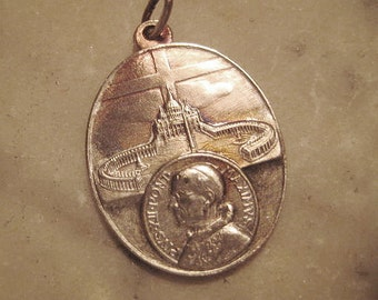 Vintage Pope Paul VI Medal, 1960s Oval Catholic Vatican Pendant/Medallion, Brushed Silvertone Metal, 30x25mm, One piece