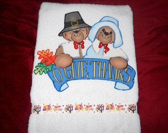 Thanksgiving Hand Towel for Bathroom or Kitchen Pilgrim Bears Give Thanks