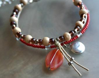 Coral bracelet, Wrap bracelet, Charm bracelet, Adjustable bracelet, Glass bracelet, Wood bracelet, Nature jewelry - En Bleu et Verre -
