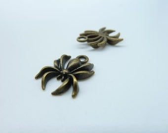 30pcs 14x18mm Antique Bronze Lovely Mini Spider Insects Charm Pendant C21