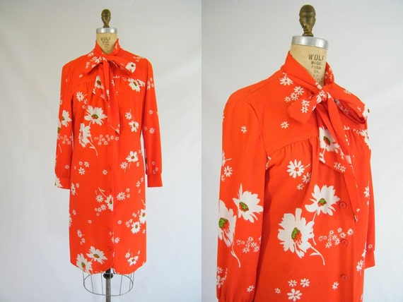 Vintage 1960s Dress / Red Floral / Tie Neck / Hawaiian / Large / XL
