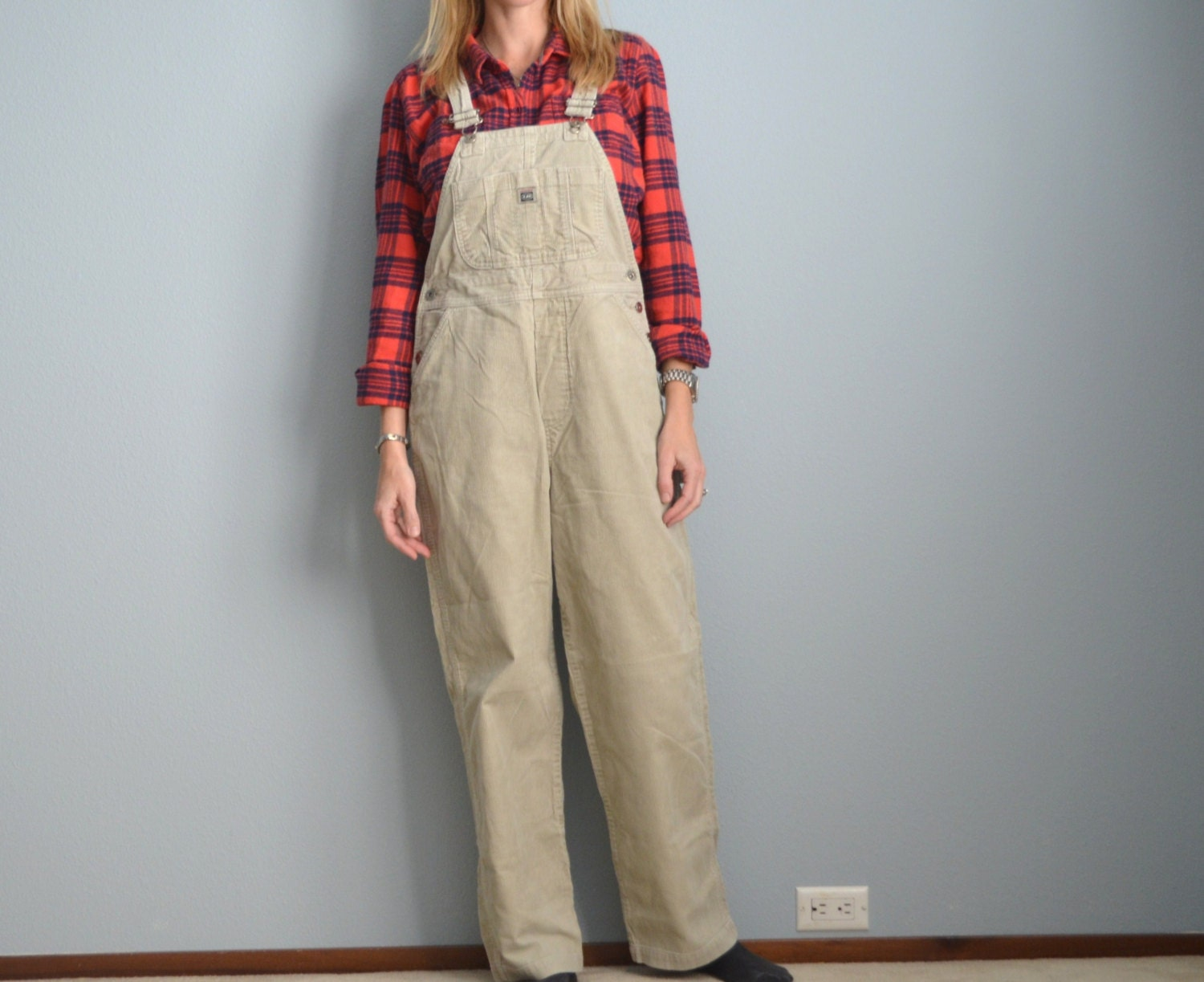 Unionbay Corduroy Cargo Olive Green Pants- 98% Cotton, 2% Spandex- Legs And Back Pockets- 32' Waist, 8 Rise, 31 Inseam91p.