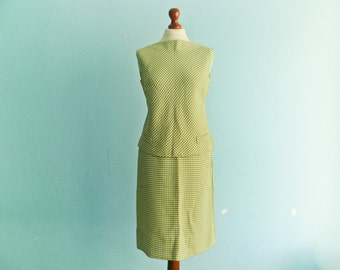 Vintage two piece skirt top set / dress / white lime green houndstooth / sleeveless crop top / high waisted pencil skirt / medium small