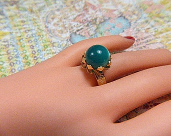 Vintage Gold Ring With Emerald Green Moonstone - Size Adjustable - R-442