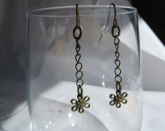 Antique Gold Daisy Dangle Earrings, earrings, dangle, gold, daisy