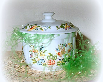 Box with Lid Bone China Vintage Round Shape Floral Design English Aynsley & Sons' Cottage Garden Pattern Gift for Her Woman PRICE REDUCTION