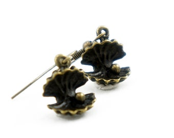 Tiny Open Shell - Vintage Style Antiqued Brass Dangle Earrings - CP075