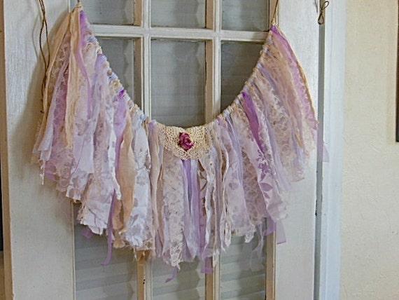 Guirlande banni re lavande butin de fen tre tissu dentelle for Decoration fenetre romantique