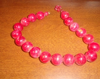 vintage necklace red swirl lucite