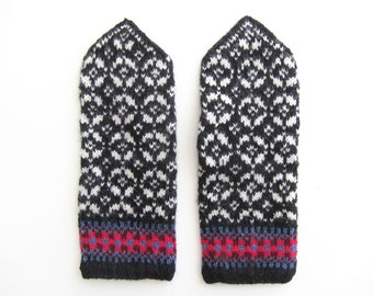 Size M: Fair Isle mittens hand knit by granny