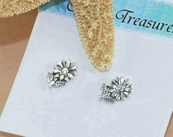 Tiny Daisy Earrings Sterling Silver Stud Earrings Minimalist Earrings Gifts For Her Flower Earrings