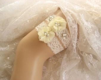 Cream Wedding Garter / Crystal Garter / Rhinestone Garter /  Toss Garter / Garter Belt / Garder