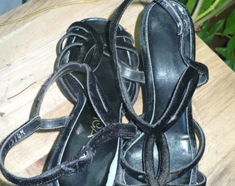 1970s does 40s black velvet Topicals sandals chunk heels / ankle strap/ cut outs size 7 by KitKatCabaret on Etsy