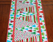 CHRISTMAS TREE TRIANGLE Table Runner