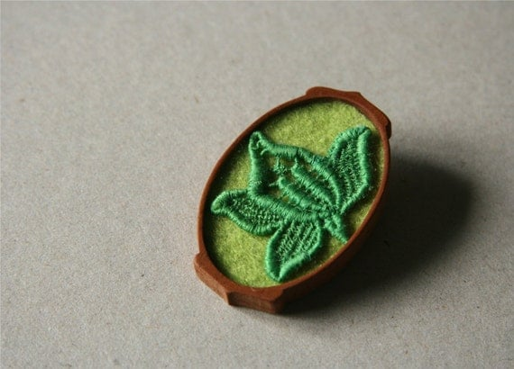 Emerald Vintage Lace Flower on Apple Green Felt Wooden Brooch, Lace and Mahogany Series