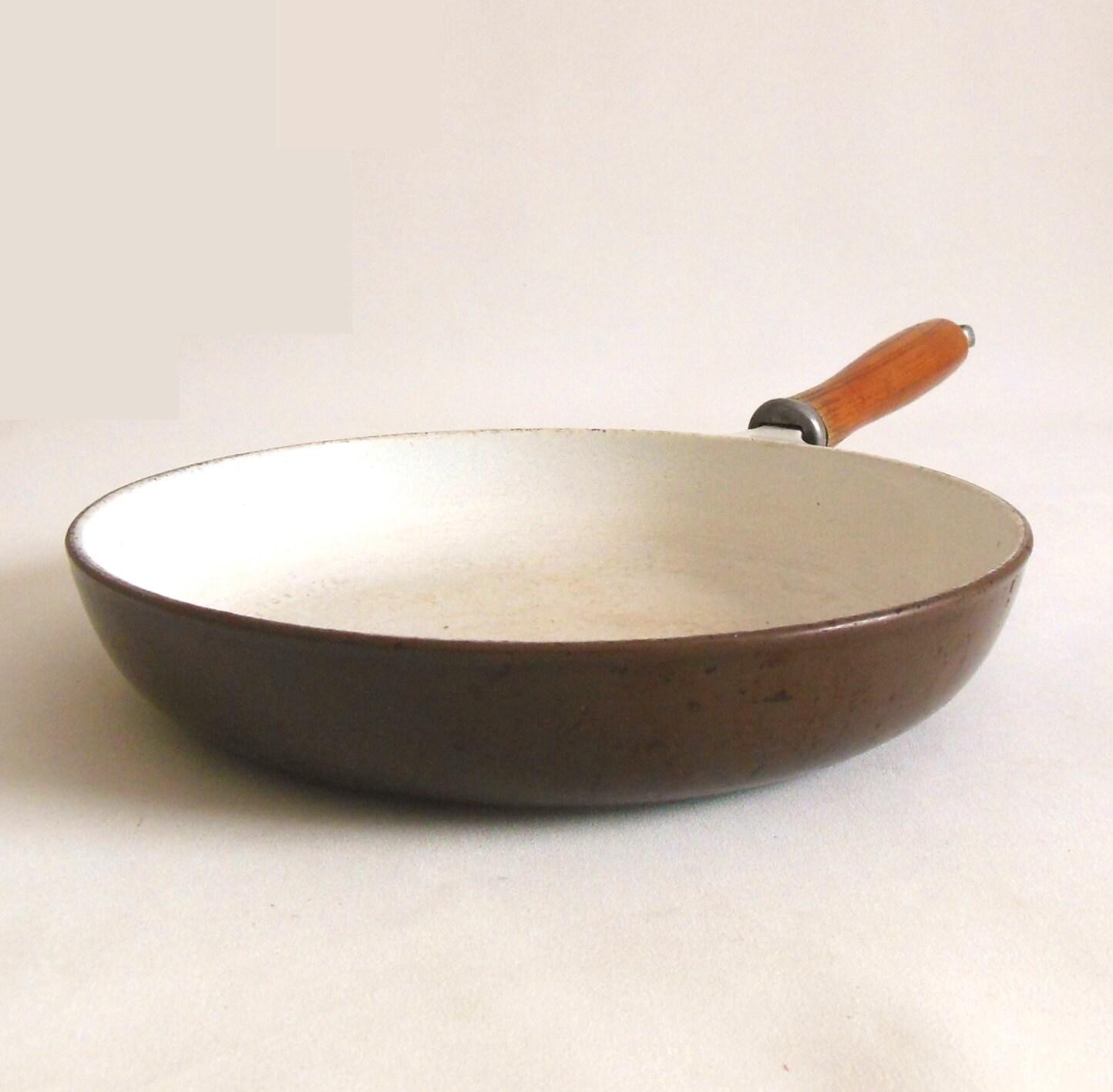 enamel cast iron skillet 10 finesse ghc japan wood. Black Bedroom Furniture Sets. Home Design Ideas
