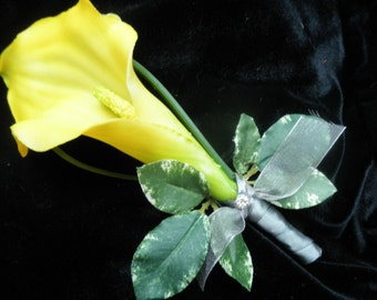 Set of (4) Calla Lily Groom Best Man Boutonnieres. YELLOW  CALA LILIES Real Touch. Ribbon Wrapped stems. Beach Boho Destination Wedding